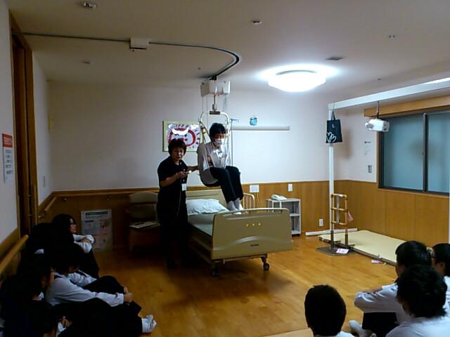 高校一日体験学習介護体験中(3)
